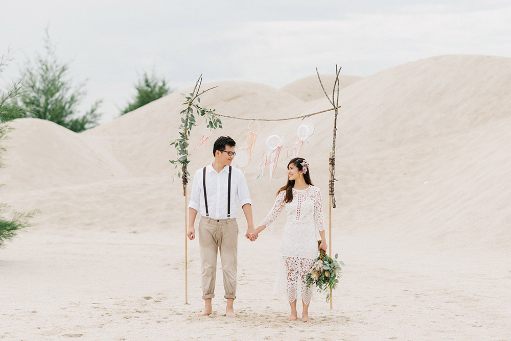 Bridal portraits at Pantai Klebang, Malacca. Peter Herman Photography. www.theweddingnotebook.com