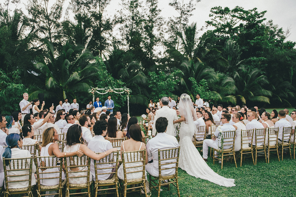 Photo by Andy Phe Photography. www.theweddingnotebook.com